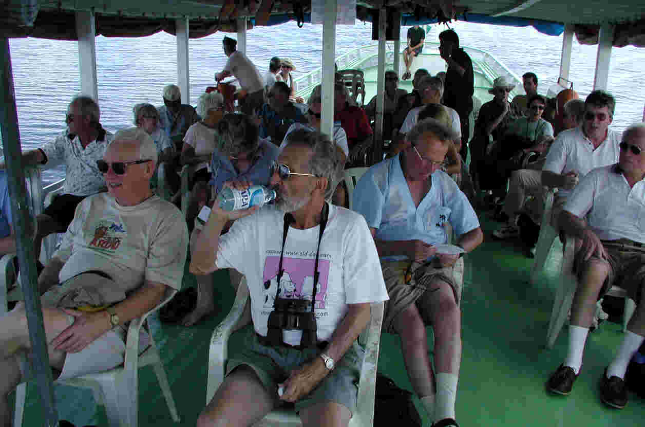 Weary but happy tourists returning to Manaus.  Photo by FCG.